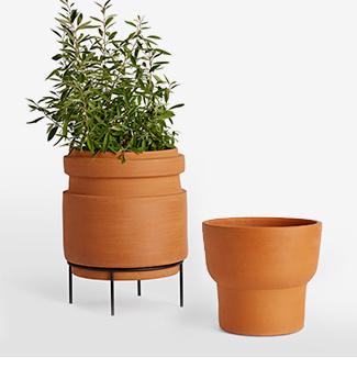 0418 plantershop 325x325 terracotta