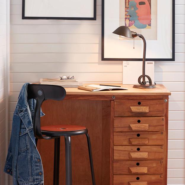 Q12020 av new lp default nav desk furniture2